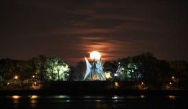 Luna estupenda en el puerto viejo de Montreal Fotos de archivo