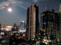 Luna estupenda sobre Panamá Fotos de archivo libres de regalías
