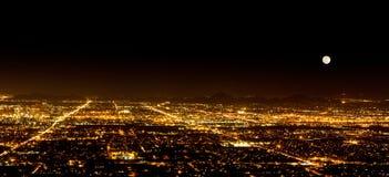 Luna estupenda sobre Phoenix Arizona Imagenes de archivo