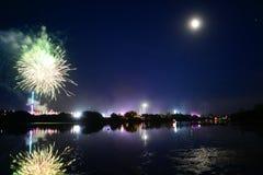 Luna, fuegos artificiales y diversión en la isla del festival del Wight Fotos de archivo