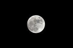 Luna Llena en el cielo del negro oscuro en la noche Imagen de archivo libre de regalías