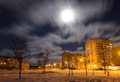 Luna Llena en la ciudad Foto de archivo libre de regalías