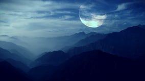 Luna Llena en una noche tropical, palmeras en el cielo nocturno ilustración del vector