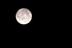 Luna Llena sobre el cielo del negro oscuro Fotografía de archivo libre de regalías
