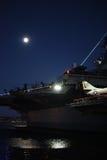 Luna Llena sobre el museo intermediario de USS Imagenes de archivo