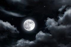 Luna Llena y nubes Imagenes de archivo