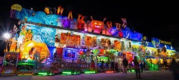 Luna Park de Genoa, o parque de diversões móvel o maior em Europa, Itália imagens de stock