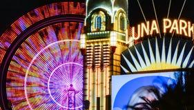 Luna Park met Reuzenrad royalty-vrije stock afbeeldingen