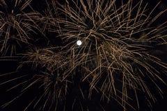 Luna piena con i fuochi d'artificio Fotografie Stock Libere da Diritti