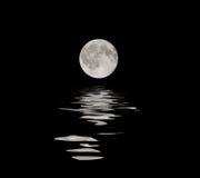 Luna piena con la riflessione dell'acqua Immagine Stock