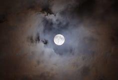 Luna piena con le nubi Fotografia Stock Libera da Diritti