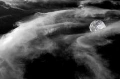Luna piena dietro le nubi. Fotografia Stock Libera da Diritti