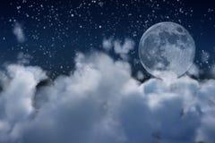 Luna piena e nubi Fotografia Stock