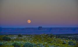 Luna piena nel navajo del canyon dell'Arizona immagini stock libere da diritti