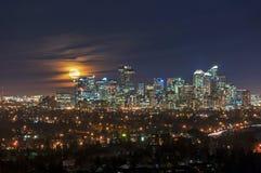Luna piena sopra Calgary del centro Fotografia Stock Libera da Diritti