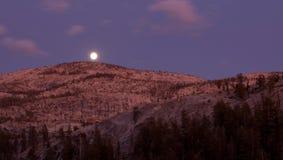 Luna piena sopra il canyon di Tenaya Immagini Stock Libere da Diritti