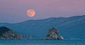 Luna piena sopra il capo Laplace. Fotografie Stock Libere da Diritti