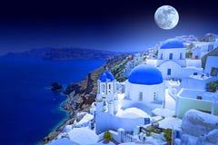 Luna piena sopra l'isola di Santorini Fotografia Stock Libera da Diritti