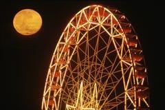 Luna piena sopra la rotella di Ferris Fotografia Stock Libera da Diritti