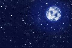 Luna piena su cielo notturno stellato blu Immagine Stock Libera da Diritti