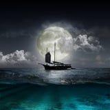 Luna que refleja en un lago fotografía de archivo