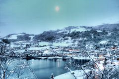 Luna sobre Hardanger nevoso, Noruega Foto de archivo libre de regalías