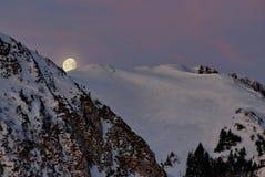 Luna sobre las montañas Imagen de archivo libre de regalías
