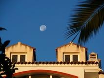 Luna sopra Alora Immagini Stock