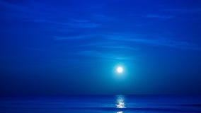 Luna sopra il mare caraibico Fotografia Stock