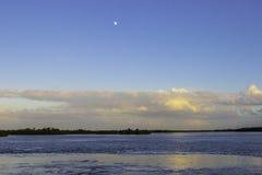 Luna sopra il rifugio Fotografia Stock