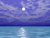 Luna sopra l'acqua di mare Fotografia Stock Libera da Diritti