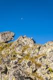Luna sopra la cresta Fotografie Stock