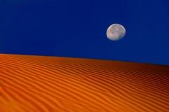 Luna sopra le dune immagini stock libere da diritti