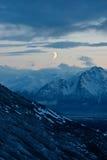 Luna sopra le montagne Fotografia Stock