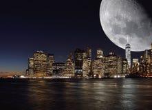 Luna sopra Manhattan Fotografia Stock