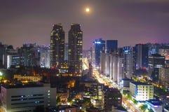 Luna sopra Seoul Immagine Stock