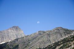 Luna sull'alta montagna Fotografia Stock