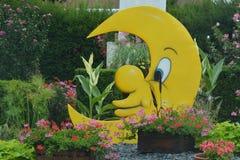Luna in un giardino Immagini Stock