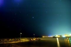 Luna y estrellas sobre el centro turístico de Olimp imagen de archivo libre de regalías
