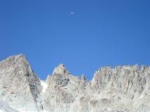 Luna y montañas Fotografía de archivo libre de regalías