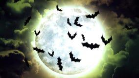 Luna y palos de Halloween en cielo y nubes verdes libre illustration