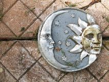 Luna y placa de Sun que cultivan un huerto Fotos de archivo libres de regalías