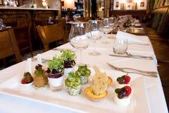 Lunch bij Frans restaurant stock foto