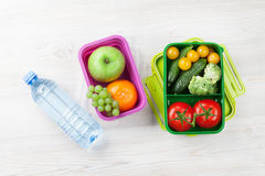 Lunch box with vegetable and fruits Royalty Free Stock Photos