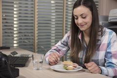 Lunch break in the office. Business woman Royalty Free Stock Photos