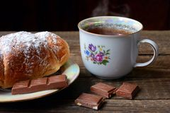 Lunch. Croissant with tea and chocolade Stock Photography