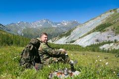 Lunch in de verse lucht in de bergen stock fotografie