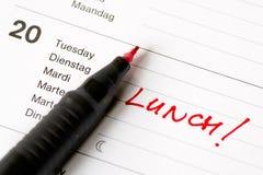 Lunch die nota in kalender eraan herinnert Stock Foto