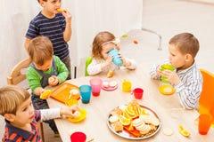 Lunch in kleuterschool royalty-vrije stock foto's