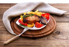 Lunch meat with vegetables, horizontally Royalty Free Stock Photos